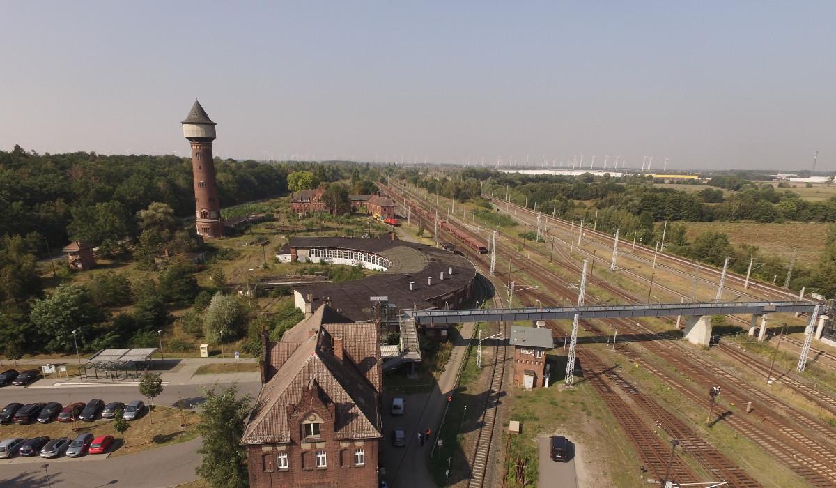 Stationsgebaeude-Wasserturm